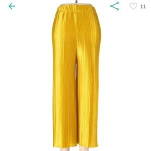Golden yellow pleated crop trousers